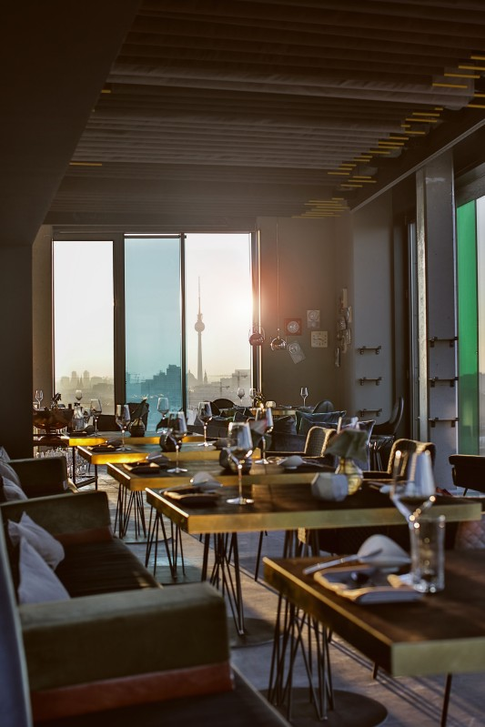 skykitchen-restaurant-berlin-interior-view-11-low