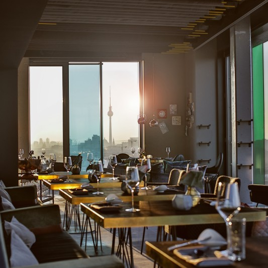 skykitchen-restaurant-berlin-interior-view-11-low